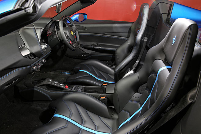 2016-Ferrari -488-Spider -review -interior