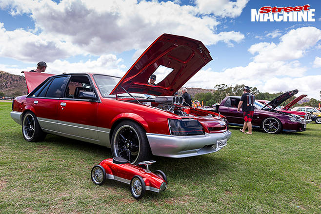 Red -centre -nats -red -holden Vk Commodore