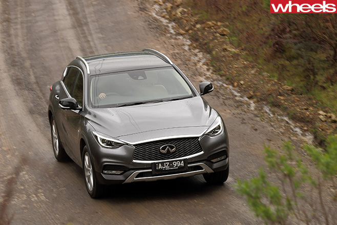 Infiniti -Q30-front -top -driving