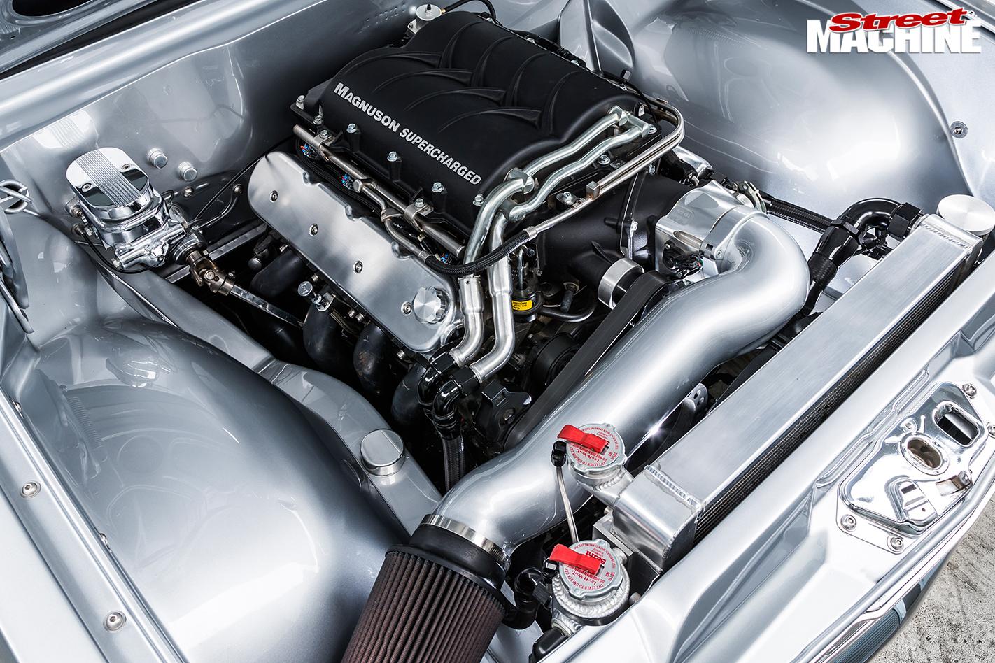 Holden -HT-Kingswood -engine -bay