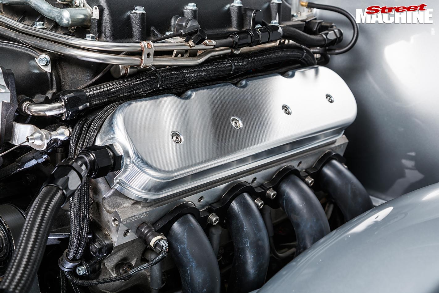 Holden -HT-Kingswood -engine -deail