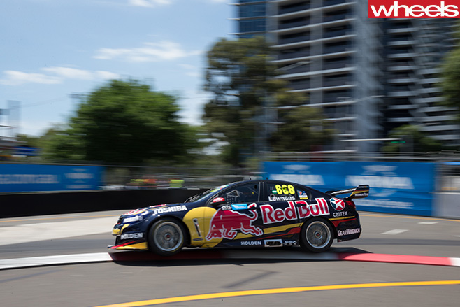 V8-Supercars -Holden -Commodore -drift -in -Sydney