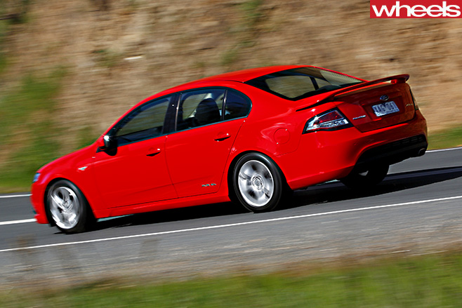 2009-Ford -Falcon -XR6-driving