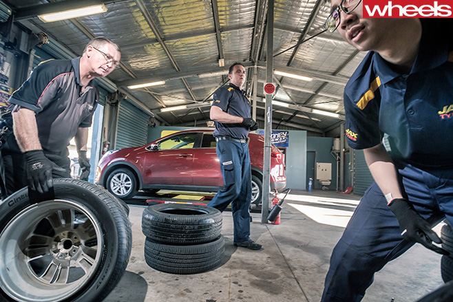Jax -Tyre -team -with -Wheels -tyre -test