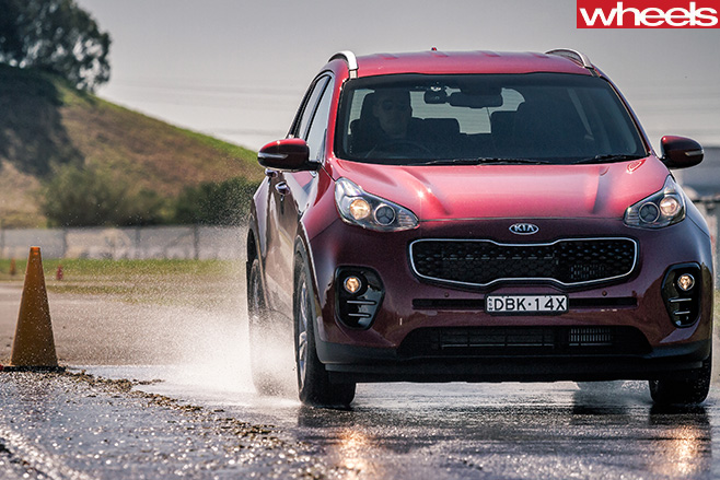 Kia -Sportage -wet -braking