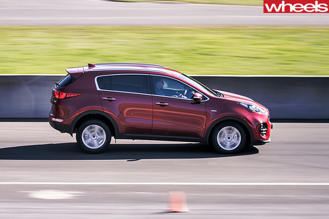 Kia -Sportage -four -up -braking