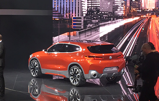 BMW-X2-side -Paris -Motor -Show -stage -rear