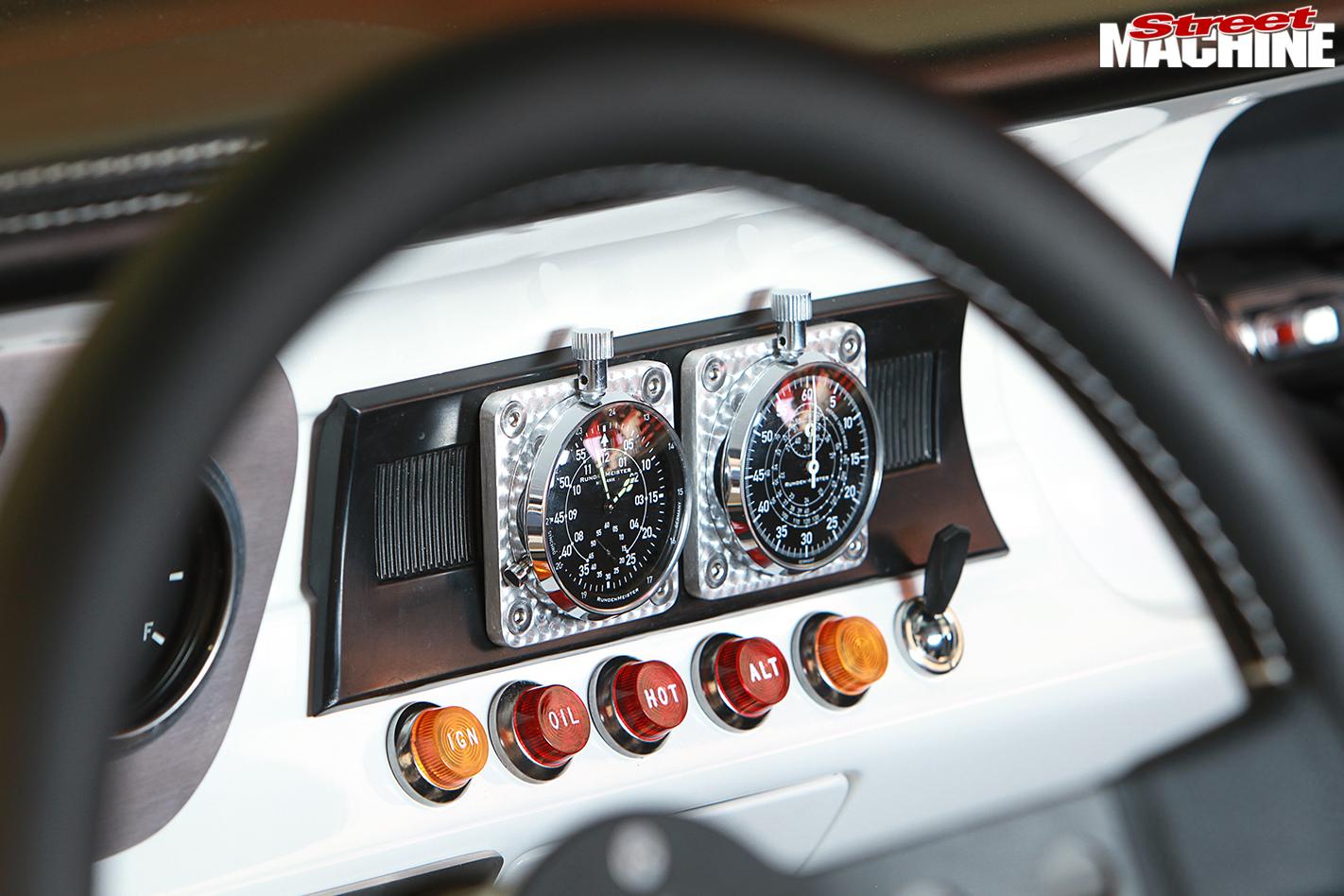 Mustang -interior -dash