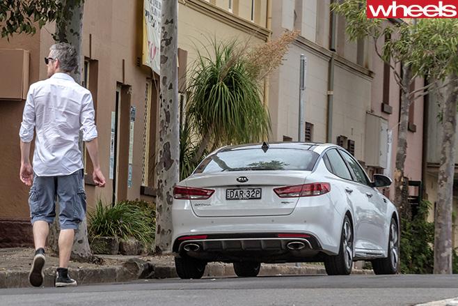 2016-Kia -Optima -GT-rear