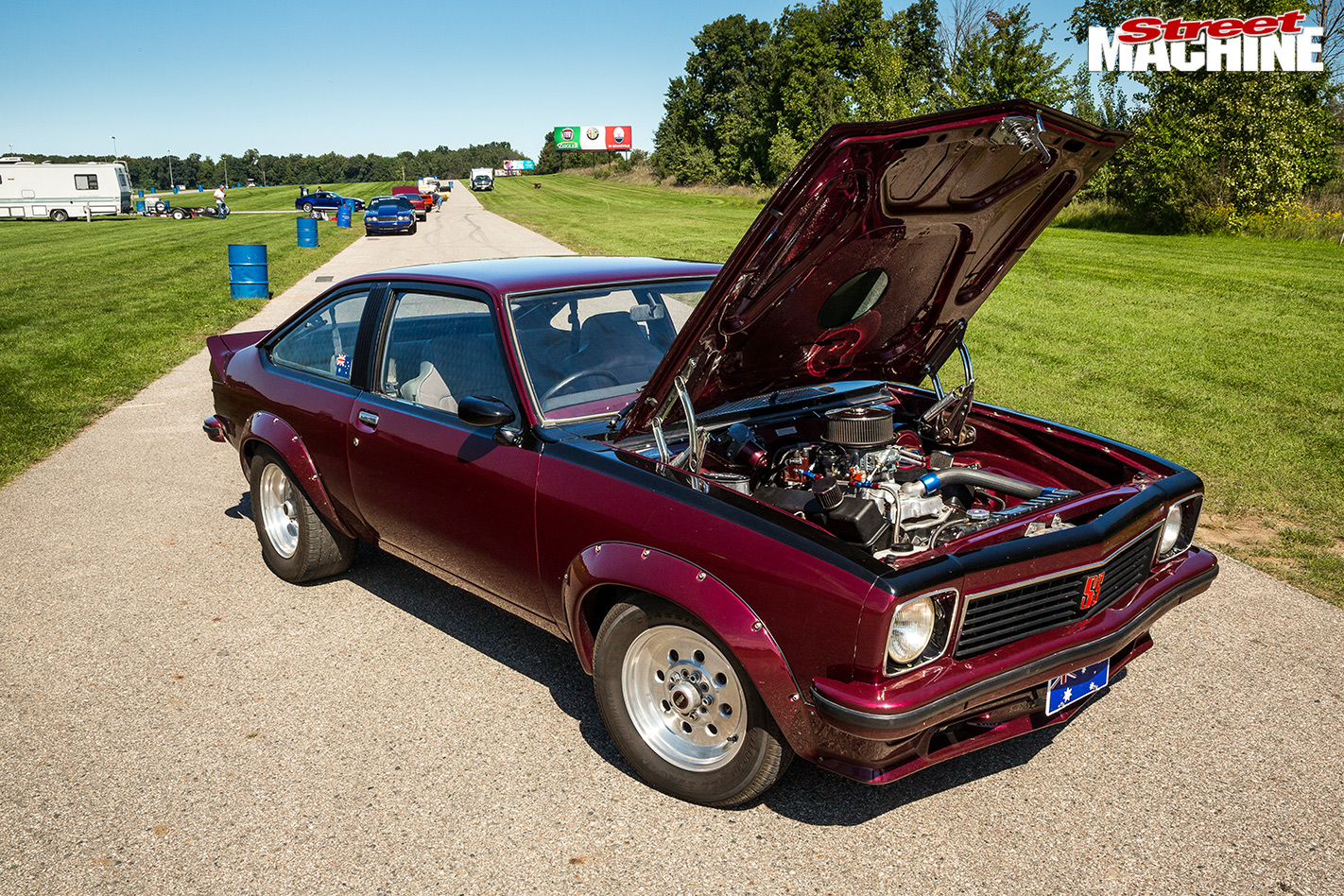 Holden -LX-Torana -bonnet -up