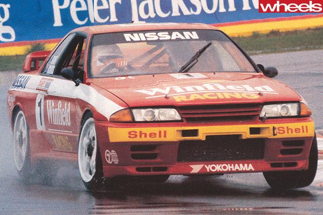 Bathurst 1992 Nissan -Skyline -GT-R-driving