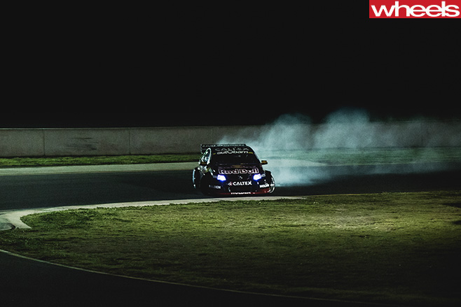 V8-Supercars -SVG-drifting