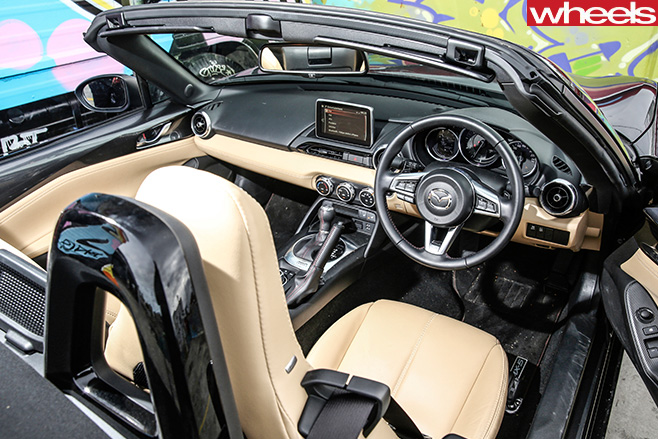 Mazda -MX-5-GT-roadster -interior