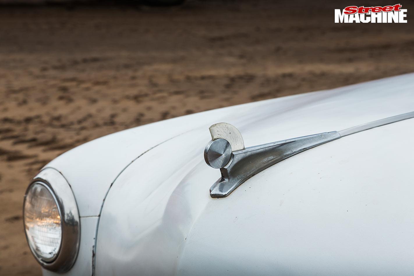 0528-ford -single -spinner -bonnet -detail