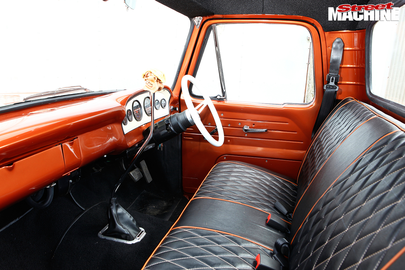 Ford -f 100-interior -front
