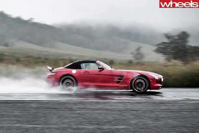 Mercedes -Benz -SLS-Cup -driving -rain