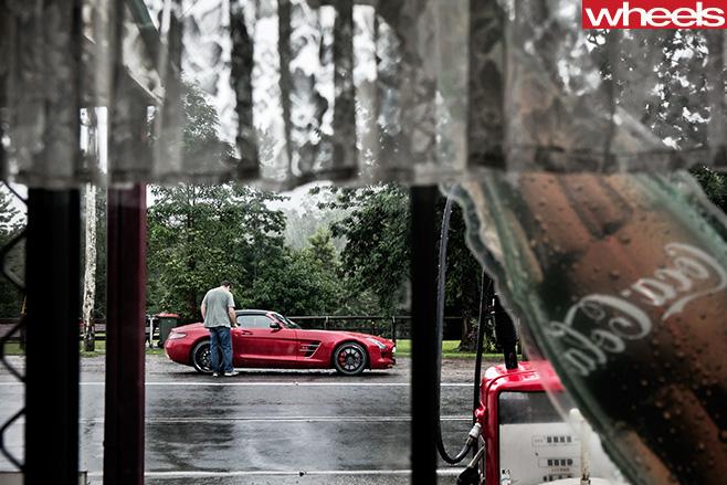 Mercedes -Benz -SLS-Cup -petrol -station