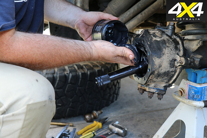 How to rebuild a live-axle front knuckle