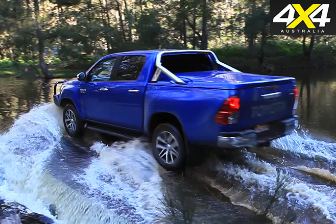 Toyota Hilux sr5 rear driving