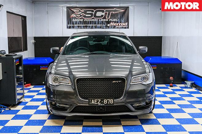 Chrysler 300 SRT front