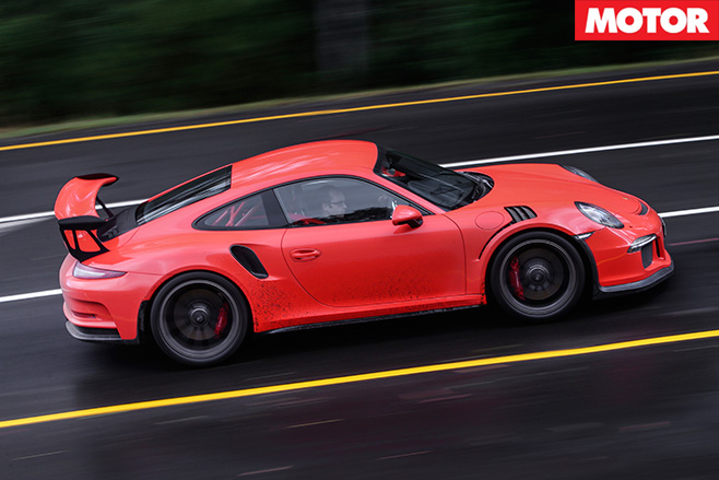 Posrche 911 gt3 rs driving fast