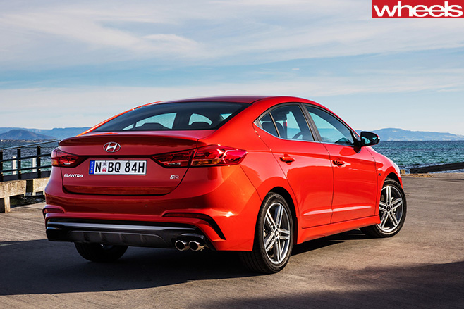 Hyundai -Elantra -SR-Turbo -side -rear