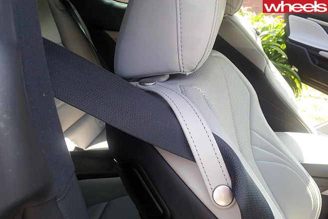Lexus -seatbelt -holder