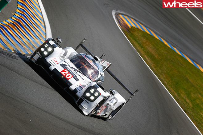Mark -Webber -Porsche -driving