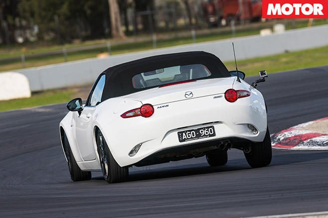 Mazda mx-5 rear driving