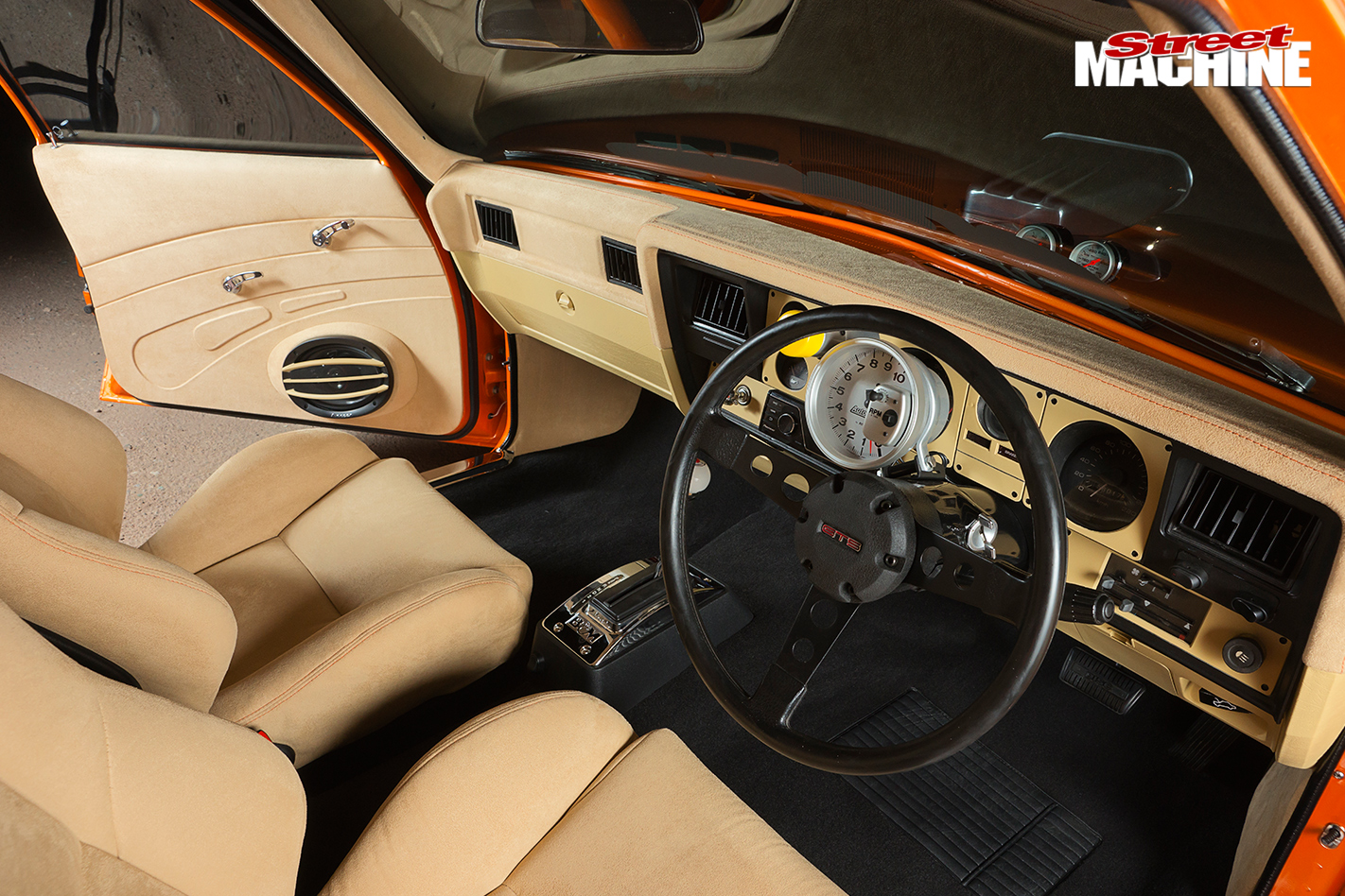 400-Cube -Holden -HQ-One -Tonner -interior