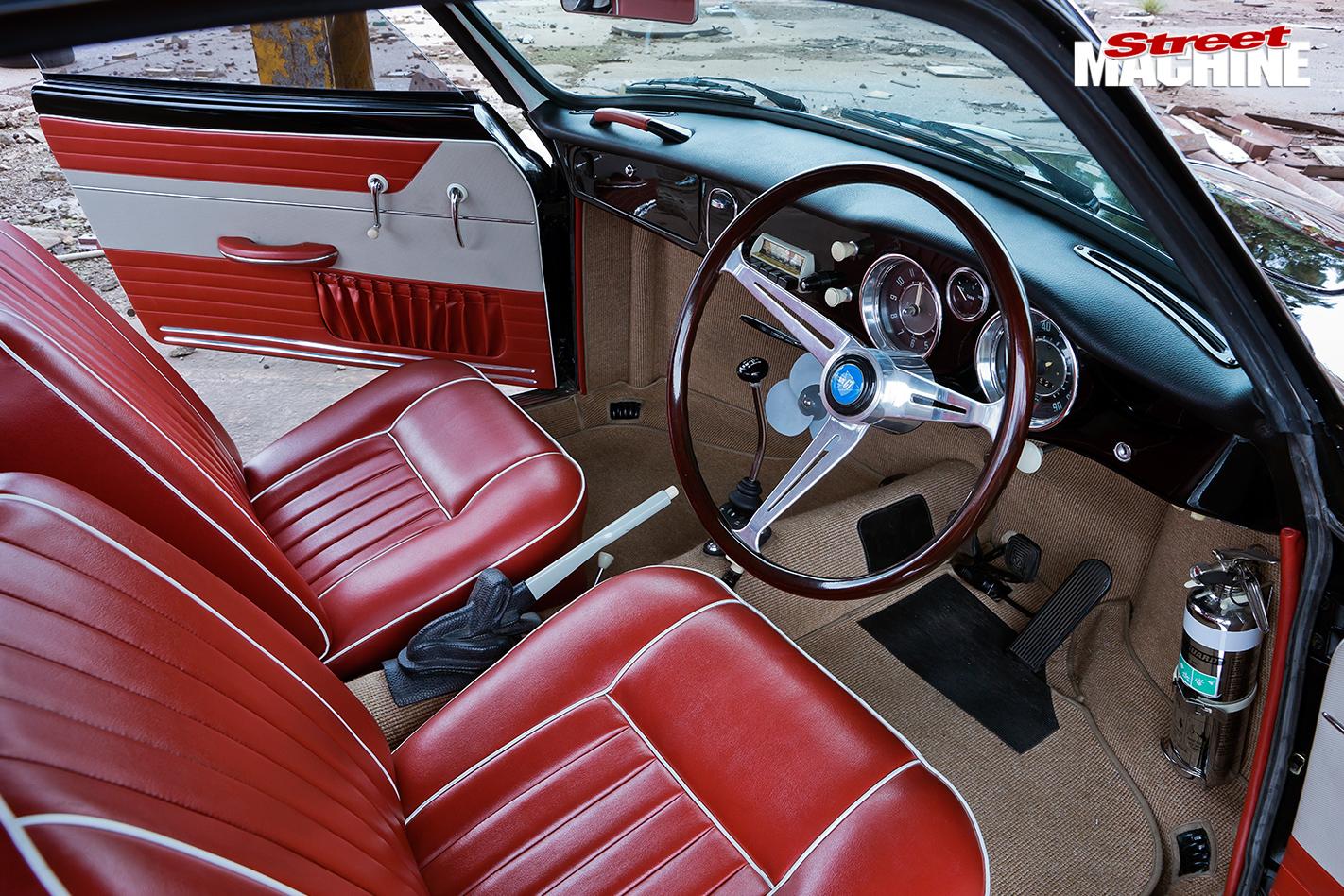 1961-VOLKSWAGEN-KARMANN-GHIA-interior