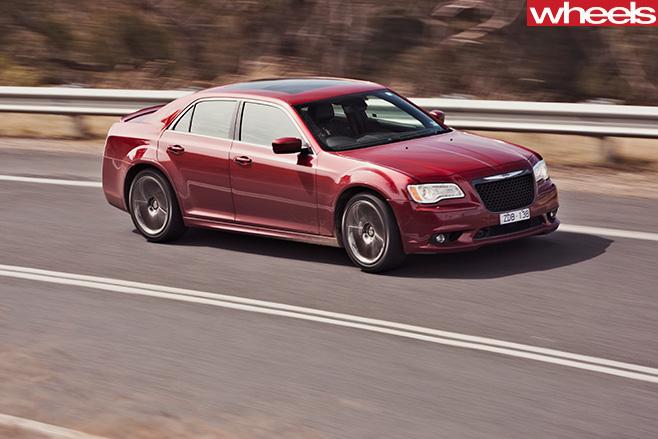 Chrysler -300-SRT8-driving