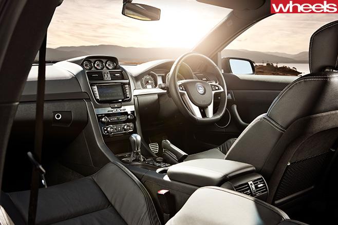 HSV-Clubsport -R8-interior