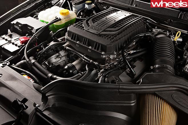 2012-Chrysler -300-SRT-8-engine