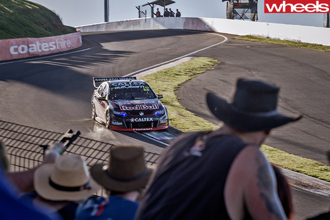 Bathurst -1000-Holden -Commodore -driving -track