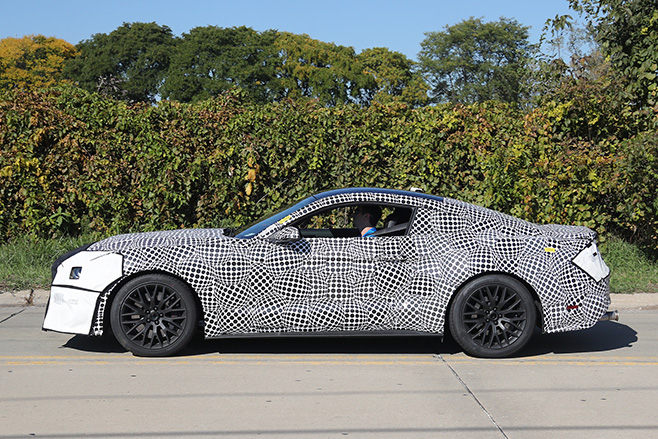 2017-Ford -Mustang -Spy -shot -side
