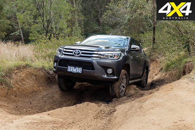 Toyota hilux sr5 front