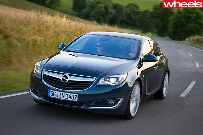 Holden -Insignia -driving