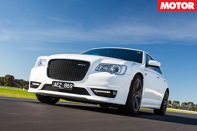 Chrysler -300-Core -cornering