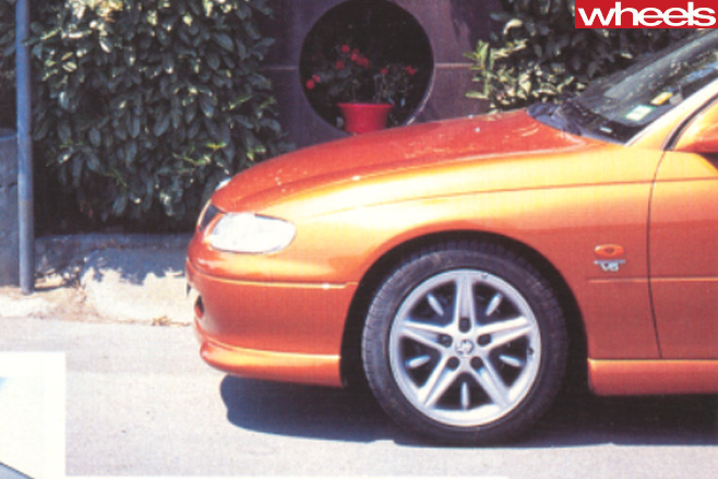 Holden -VT-Commodore -side