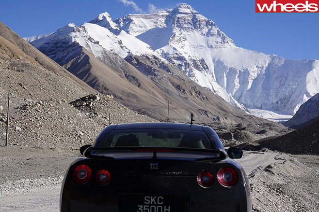 Nissan -GT-R-climbing -mount -everest