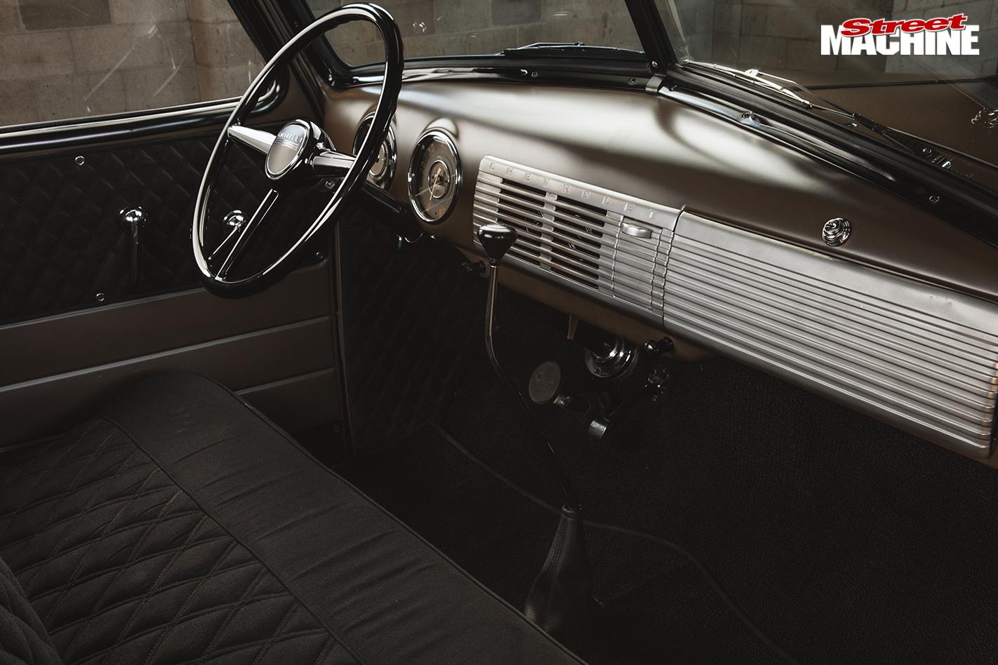 SMALL-BLOCK-1950-CHEVROLET-3100-PICK-UP-interior -2