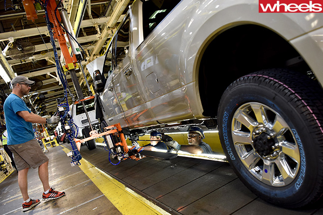 Ford -factory -worker -builds -Ford -F150-rouge -truck