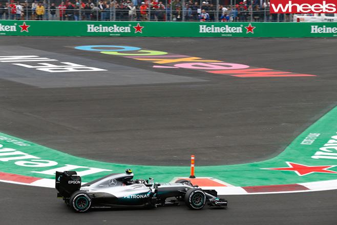 Lewis -Hamilton -racing -Mercedes -F1