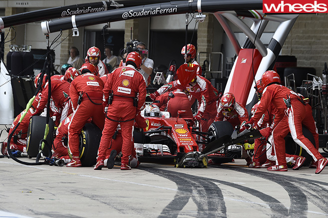 Ferrari -F1-race -team -working -on -car -in -pits