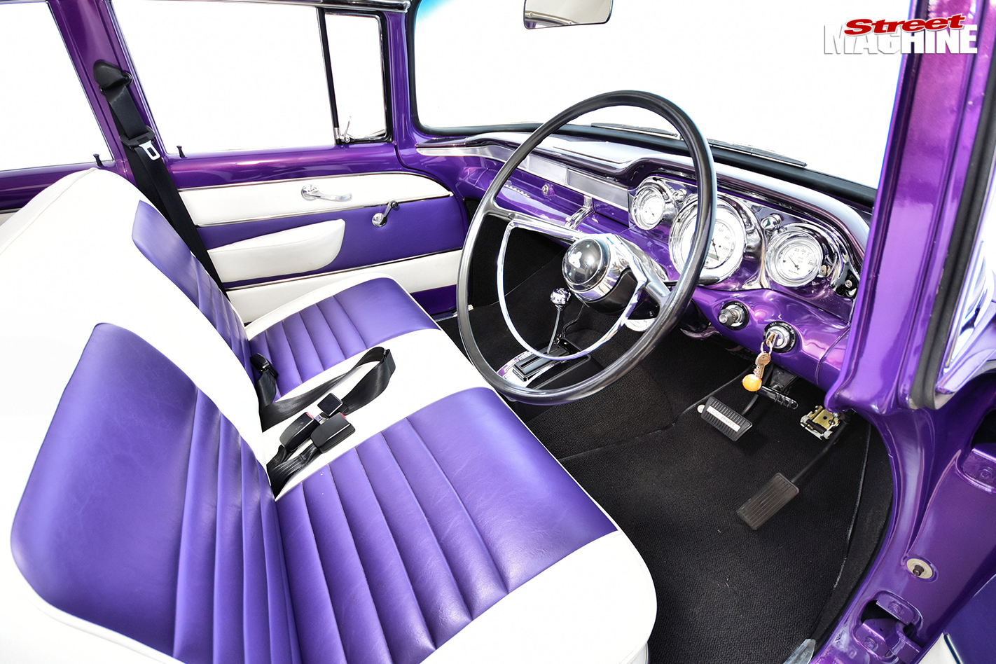 FB-HOLDEN-READER'S-CAR-OF-THE-WEEK-interior