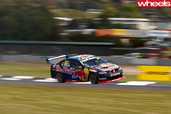 Shane -Van -Gisbergen -celebrates -with -V8-Supercar -cornering