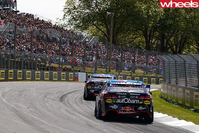 Shane -Van -Gisbergen -V8-supercar -driving