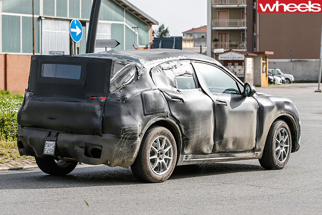 Alfa -romeo -stelvio -rear -side