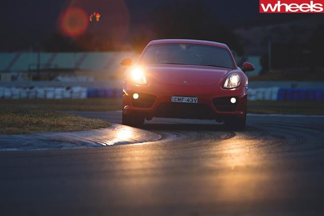Porsche -Cayman -driving